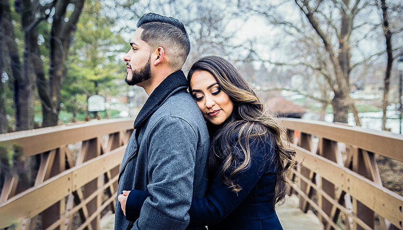 You can't miss these best poses for your engagement photos