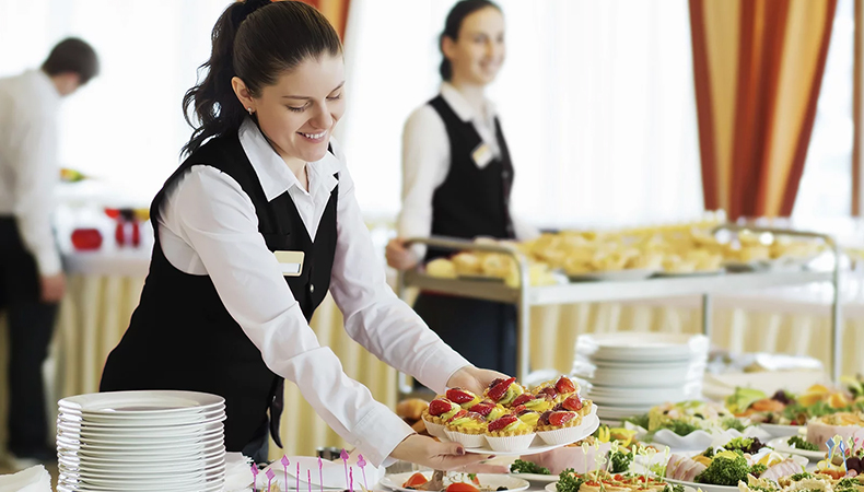 Planning to hire a caterer for your wedding? Check out these ...