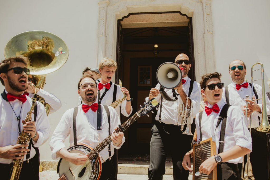 Questions that you need to ask your wedding band or DJ