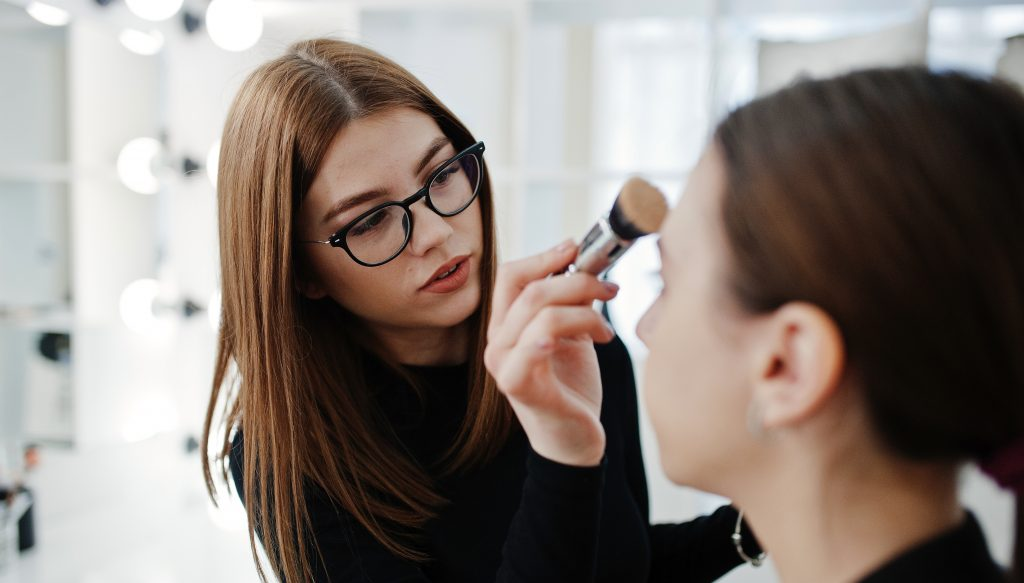 How to choose a wedding make-up artist