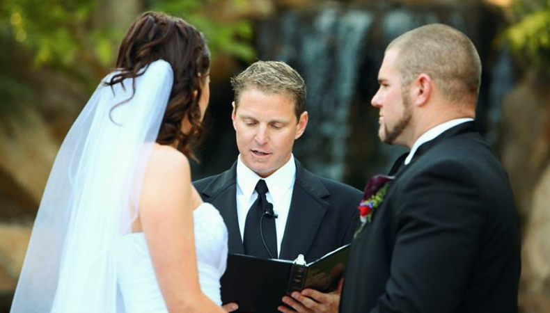 Tips for hiring a wedding officiant