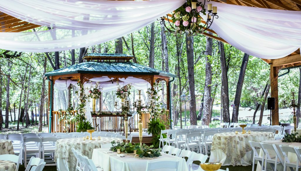 Winter Wedding Find Out Cozy And Warm Decor Ideas Happy