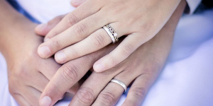 How to keep wedding and engagement rings together