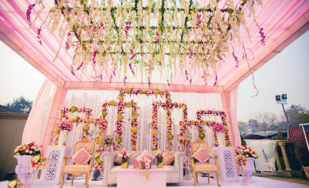 Make a Vintage style entry to your mandap