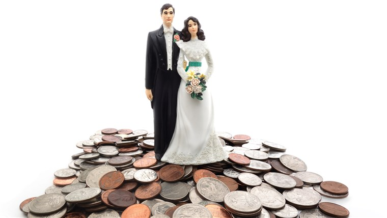 Avoid not sticking to your wedding budget