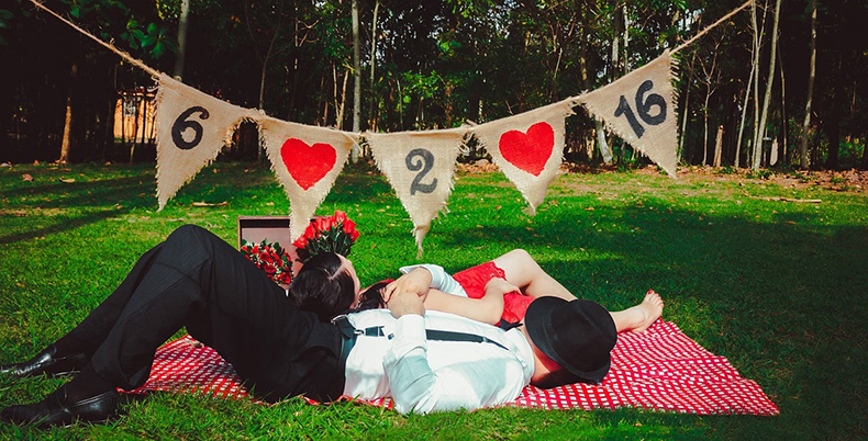 Bride and Groom Trivia Buffs