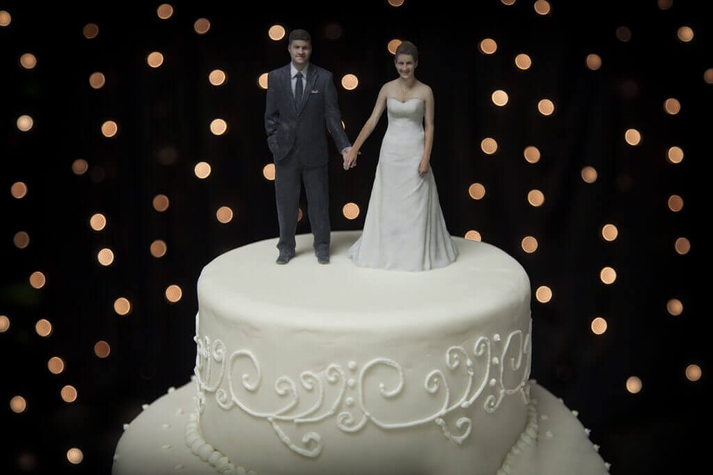 Wedding Cake Should Have Couple Figurine As Cake Toppers