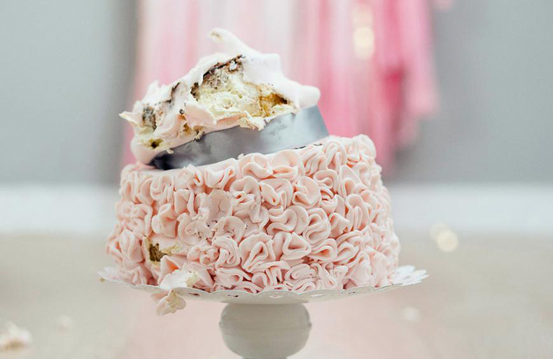 Wedding Cakes Get Collapsed While Transportation