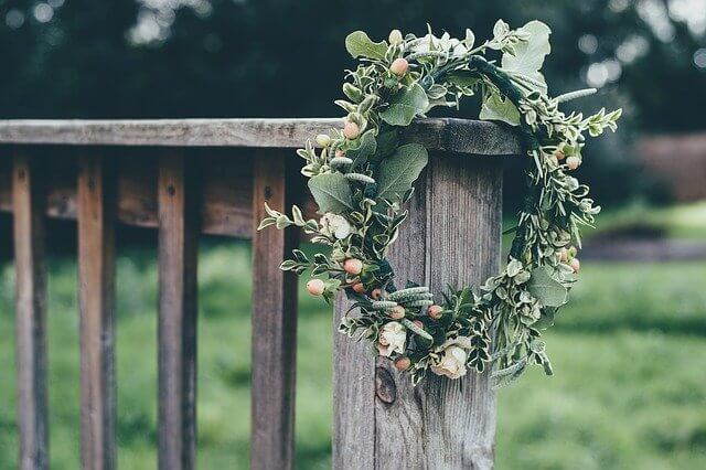 Decorating with wood and flowers
