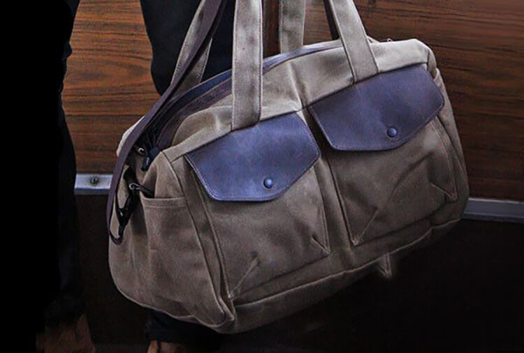 TAN TRAVELLING DUFFEL BAG (19X11X9)