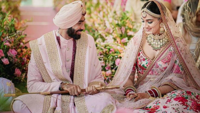 indian fast bowler bumrah marries sanjana