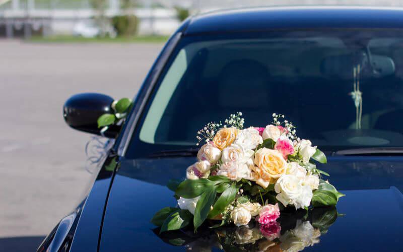Floral Wreaths Decoration on wedding car