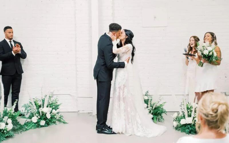 bride and groom minimalist wedding