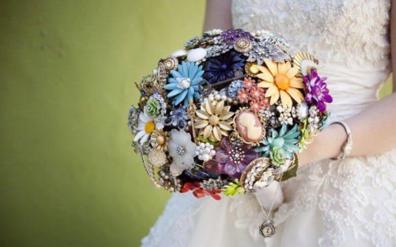 Amazing Wedding Brooch Bouquet