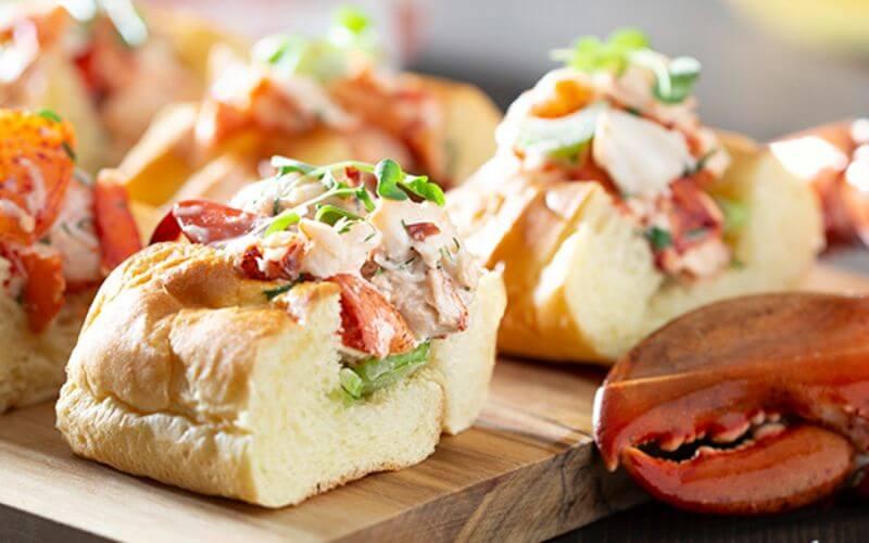 Mini Lobster Rolls - Midnight Wedding Snack Ideas