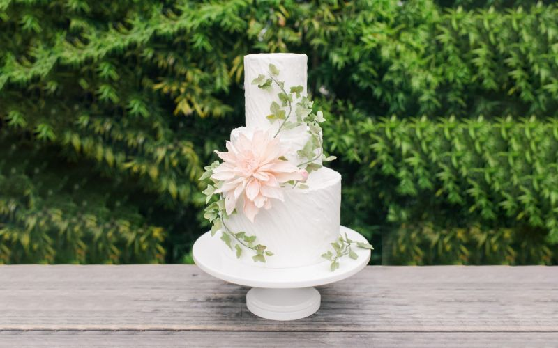 Add Some More Sweet To Your Wedding Cake With Sugar flowers