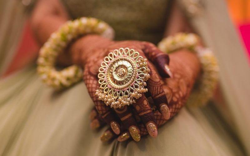 Customize her Wedding Accessories