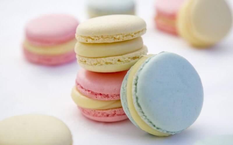 Macarons - Wedding dessert ideas