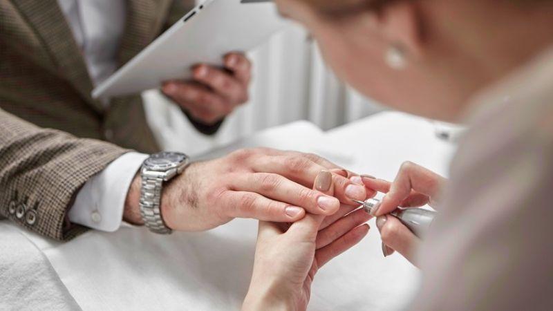 Do Manicure before Wedding