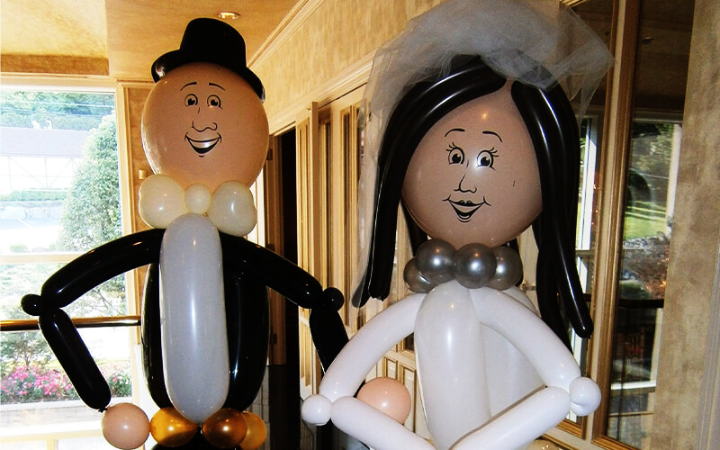 Astonish Your Guests with Balloon Bride and Groom Figurines