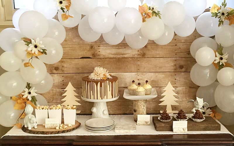 Grand Cake Table Decor wit Balloons