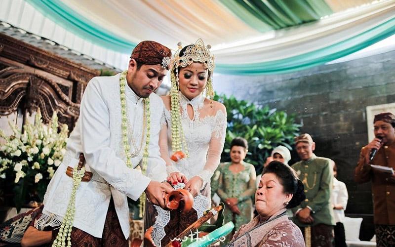 Indonesian Wedding Attire