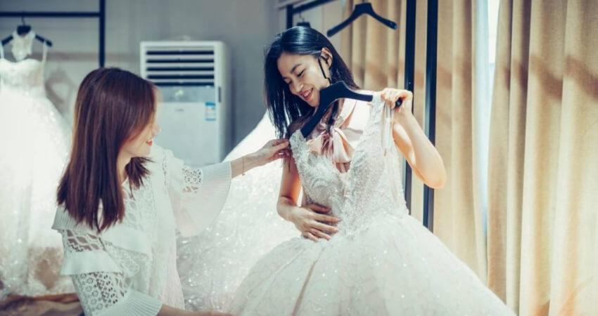 Unique and fashionable wedding dress